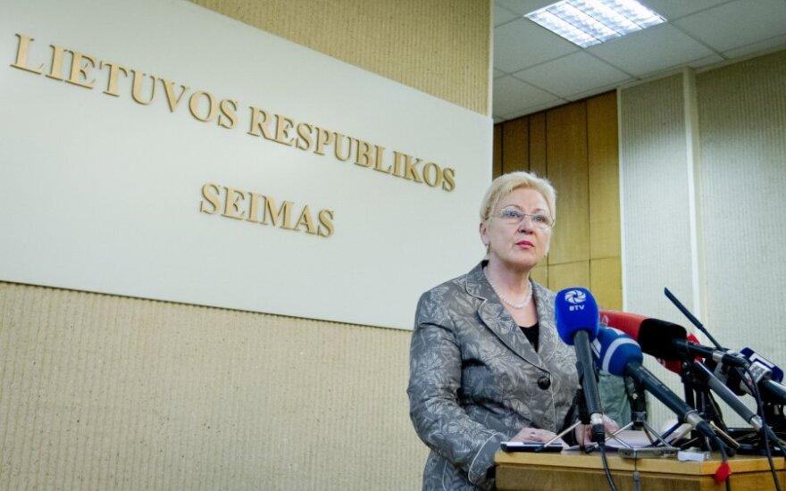 Дегутене предлагает провести досрочные выборы в июле