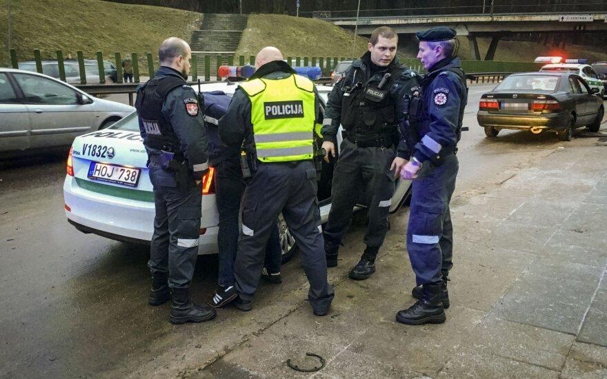 В Вильнюсе после ДТП водитель намеренно врезался в столб