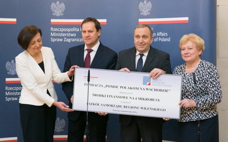 Mikrobusy dla polskich szkół na Litwie. FOT. MICHAŁ JASIULEWICZ/MSZ