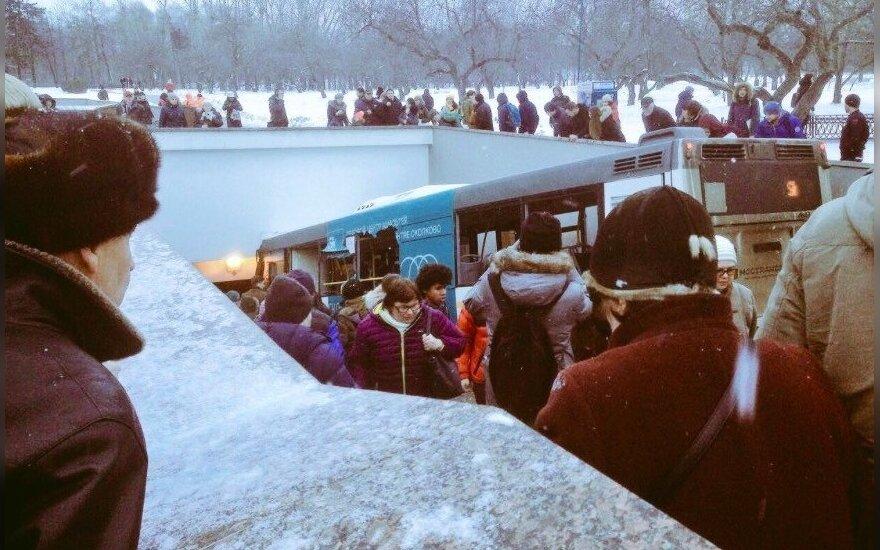 Maskvoje autobusas rėžėsi į požeminę perėją