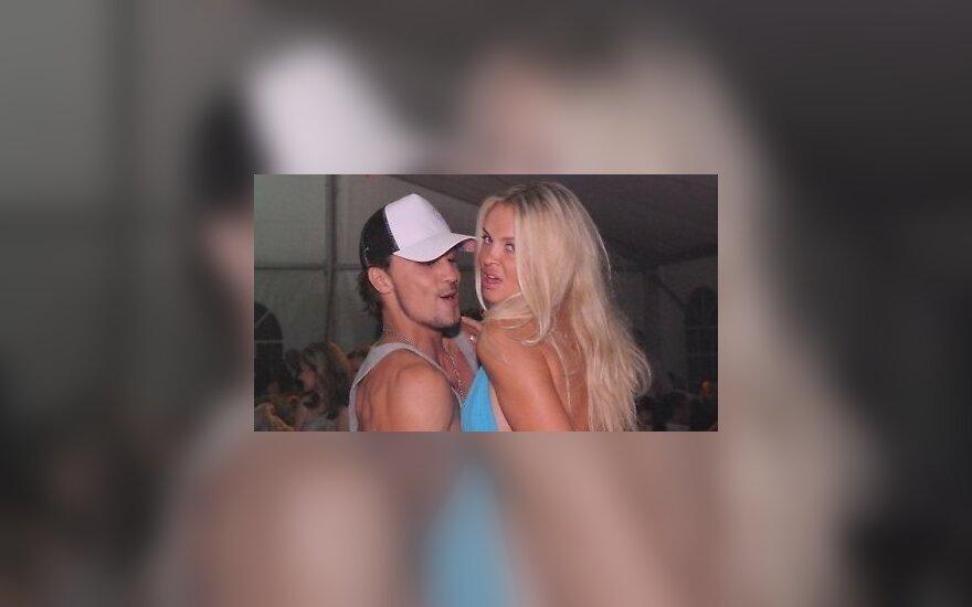Билан публично устроил секс-шоу с новой девушкой