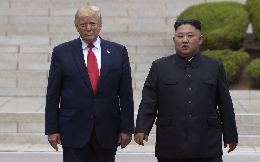 D. Trumpas susitiko su Kim Jong Unu
