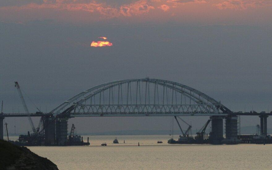 После обострения ситуации Россия пустила украинские корабли в Керченский пролив