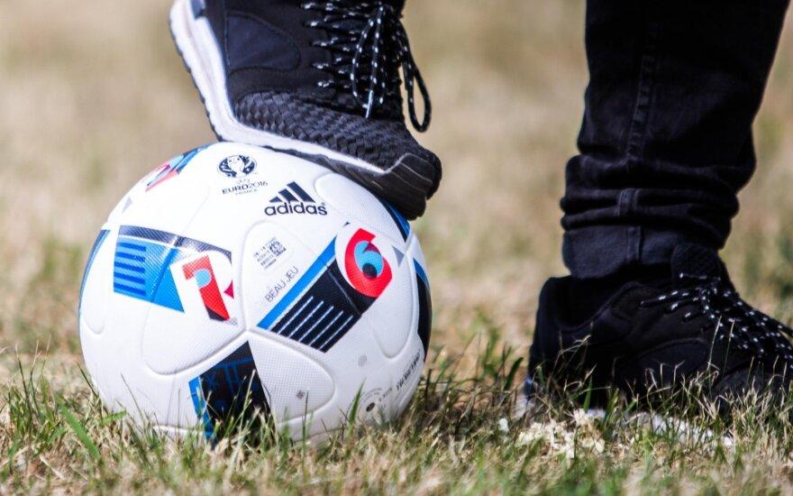 Podczas przygotowań do meczów Euro z każdym piłkarzem pracuje kilkanaście osób