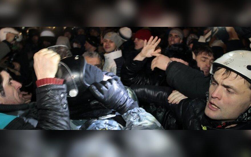 """Украина: скандальные законы """"16 января"""" вступят в силу не ранее 22 января"""