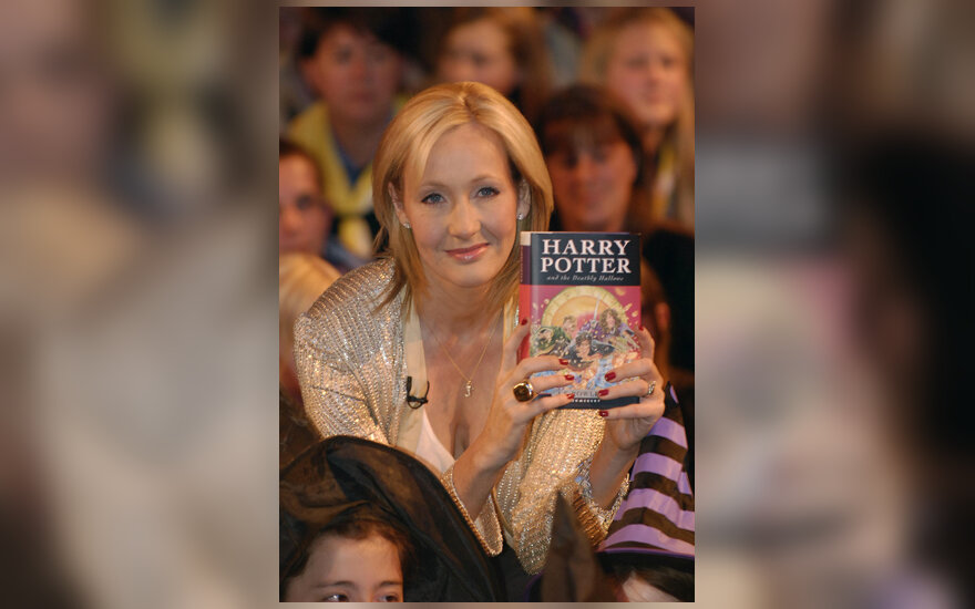 "J.K. Rowling su knyga ""Haris Poteris ir pražūtingos relikvijos"" (Harry Potter and the Deathly Hallows)"
