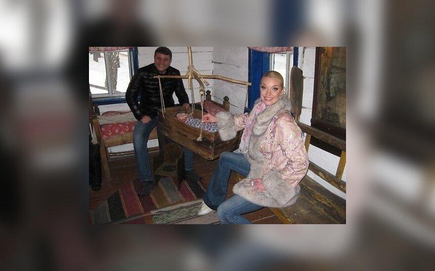 Волочкова репетирует свадьбу и появление ребенка