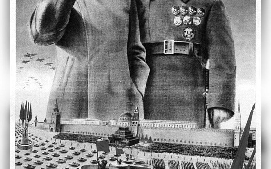 """""""Tegyvuoja darbininkų–valstiečių Raudonoji armija – ištikima sovietų sienų sargybinė!"""". Sovietų propagandinis plakatas. 1935 m."""