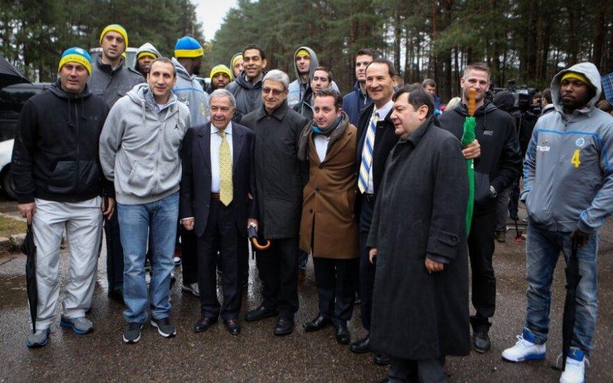 Игроки Maccabi отдали дань памяти погибшим от рук нацистов в Вильнюсе