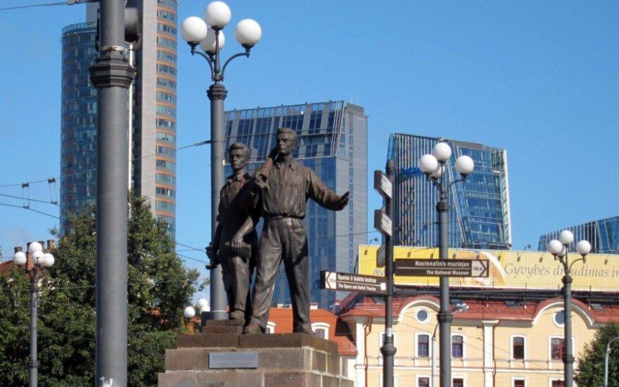 ДКН: скульптуры на Зеленом мосту разваливаются