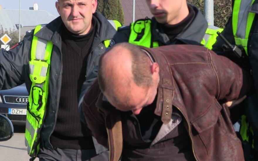 В Гаргждай пьяный водитель сбил женщину с тремя детьми