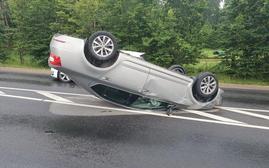 В Вильнюсе перевернулся автомобиль пьяного водителя