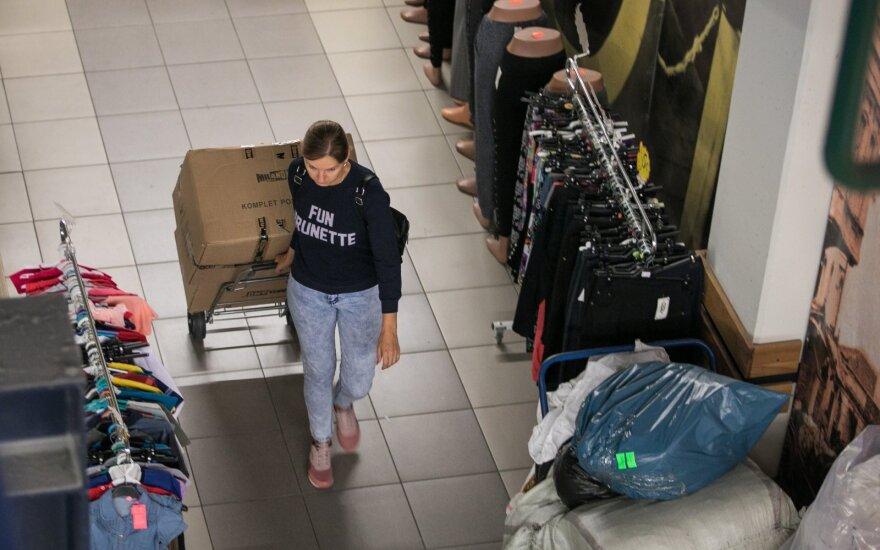 В понедельник работу возобновляют рынки: начало продаж - с пустыми карманами и старыми коллекциями