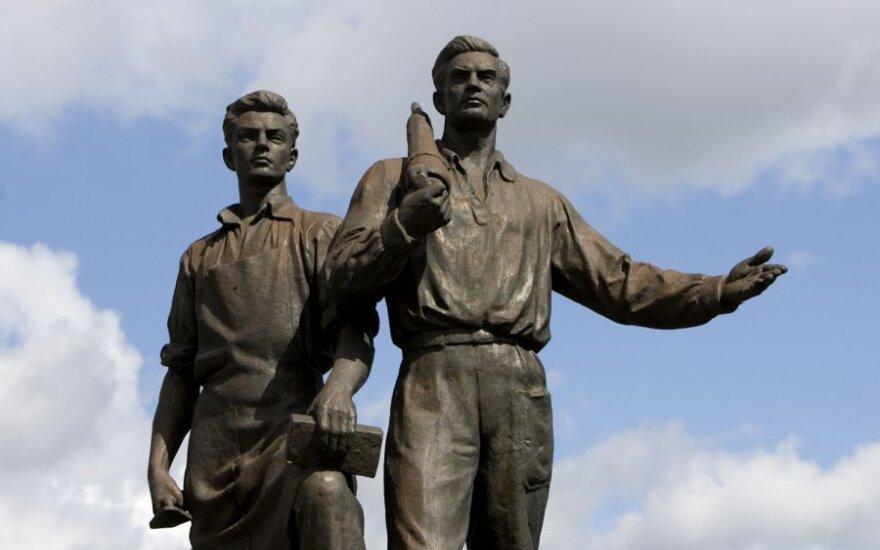 Зуокас: скульптуры на Зеленом мосту надо не сносить, а приводить в порядок