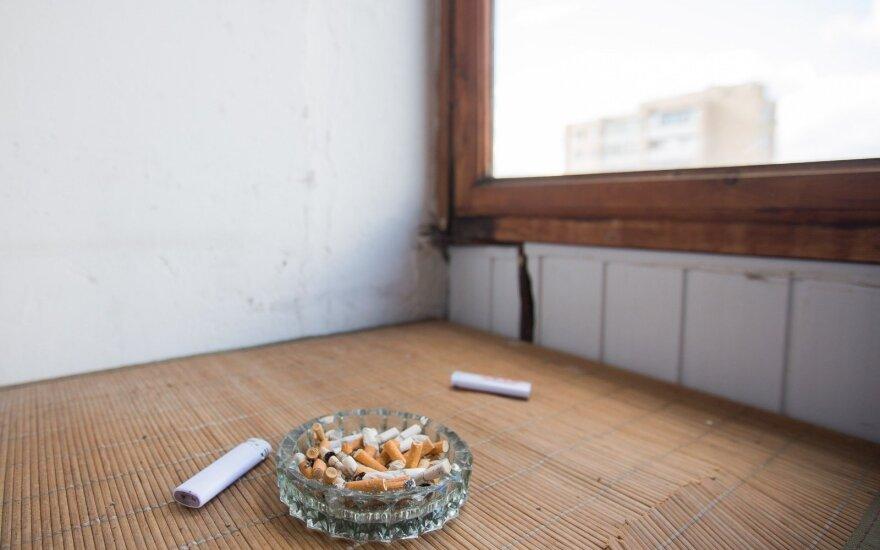 Правительство Литвы не одобрило запрет курения на балконах