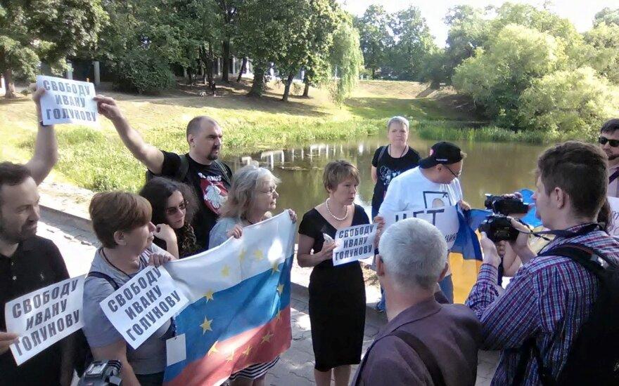 В Вильнюсе у посольства России прошел пикет в поддержку Ивана Голунова