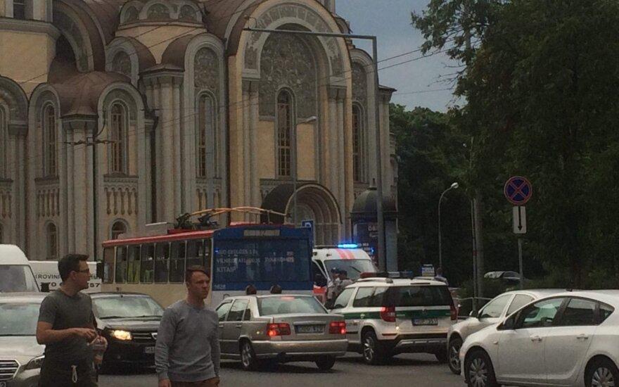 В центре Вильнюса у троллейбуса лопнула покрышка, пострадали пассажиры