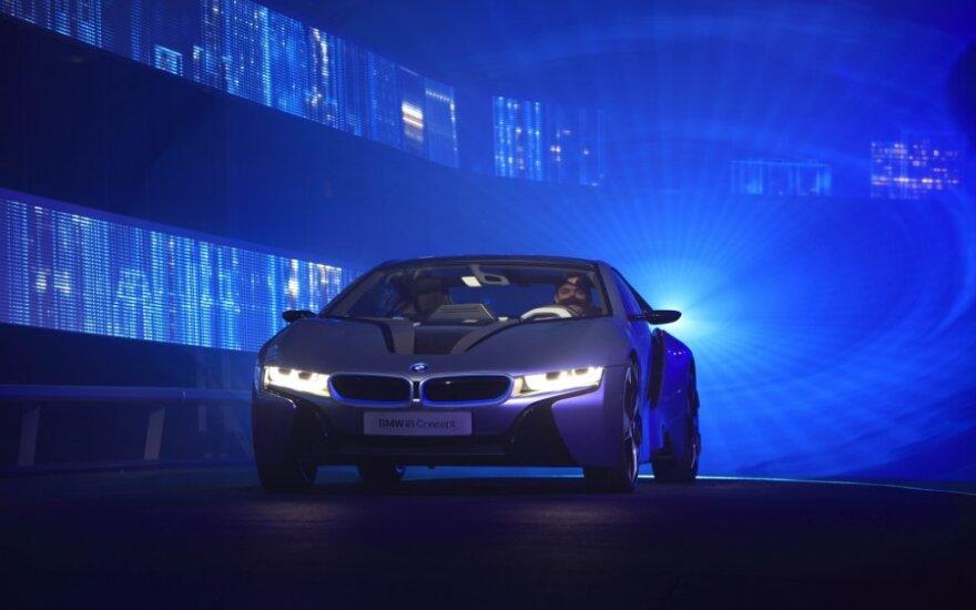 BMW работает над лазерными фарами головного света