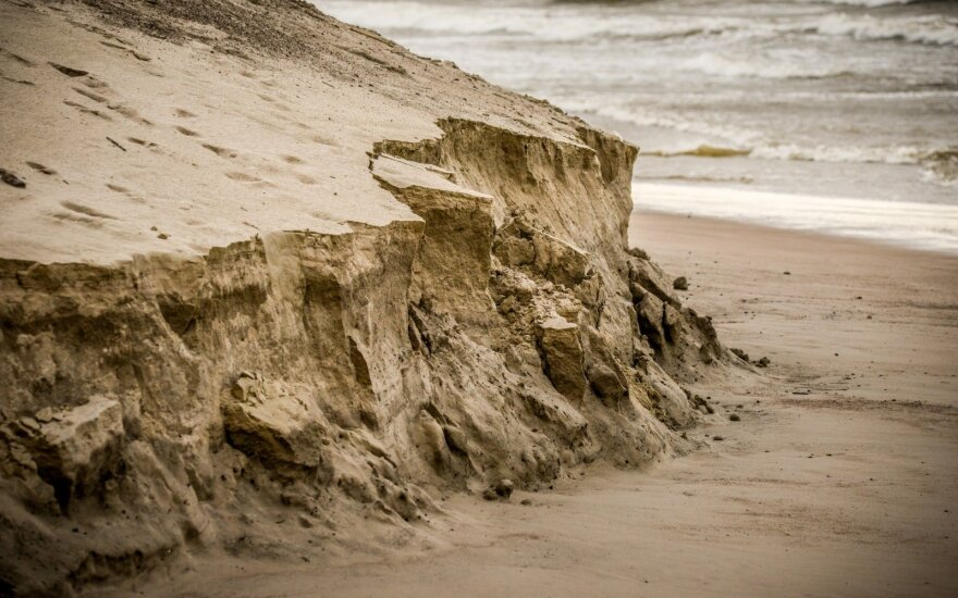Baltijos jūra ardo kopagūbrį