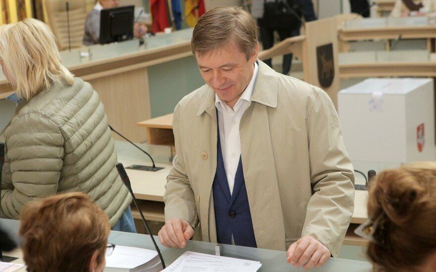 Ramūnas Karbauskis balsuoja Prezidento rinkimuose