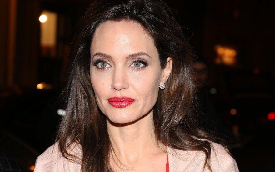 ФОТО: Анджелина Джоли снова надела рога Малефисенты