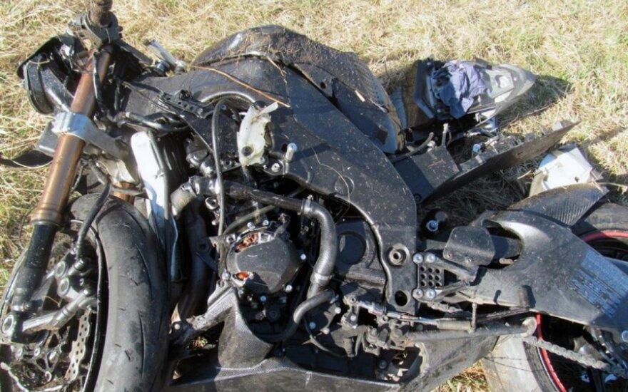Мотоцикл врезался в VW Passat