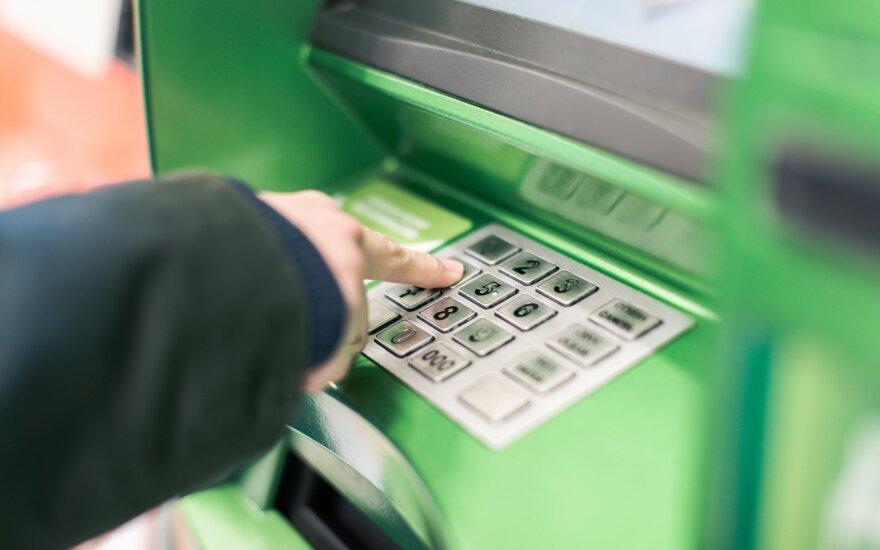 Банки в Литве обеспокоены: обещают расширять сеть банкоматов в регионах