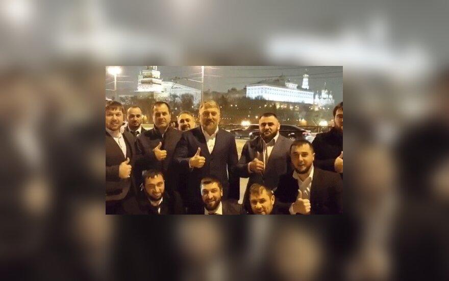 Чеченский депутат записал видео в поддержку Кадырова на мосту у Кремля