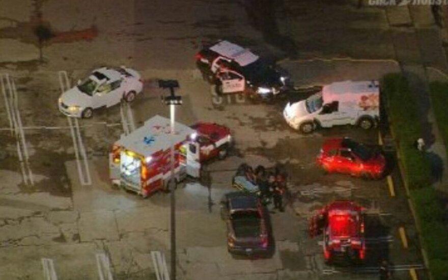 Неизвестный ранил нескольких человек у торгового центра в Хьюстоне