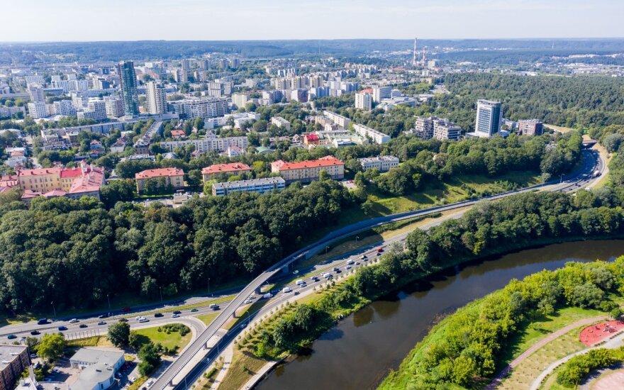 Самую оживленную улицу литовской столицы в понедельник утром сковали заторы