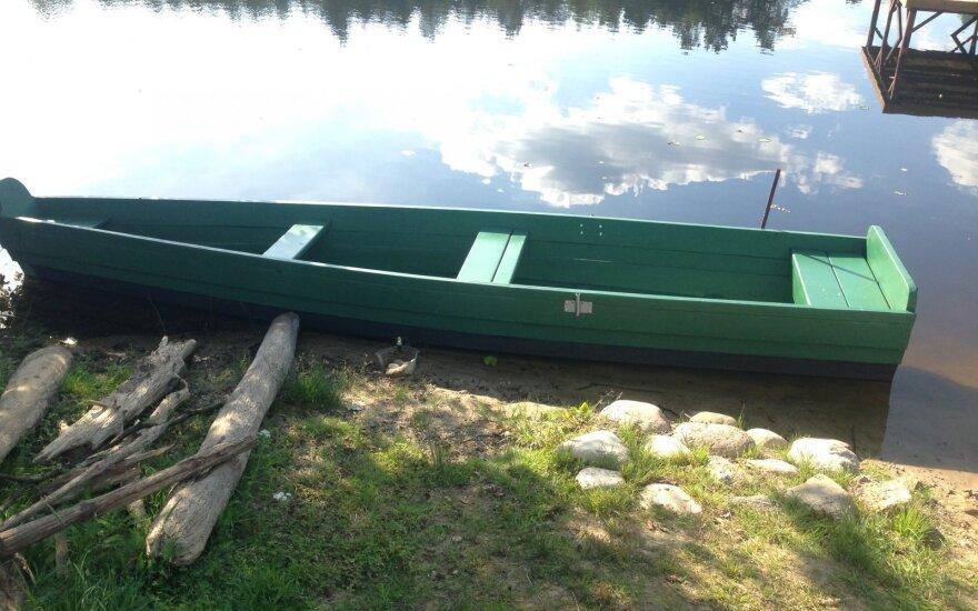В Карелии перевернулась лодка с пятью подростками