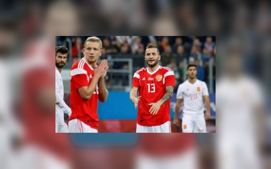 ВИДЕО: Российские футболисты пободались с Испанией, потеряв вратаря