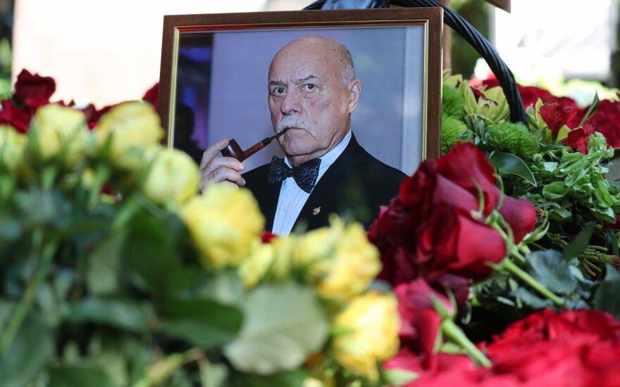Режиссера и депутата Станислава Говорухина похоронили с воинскими почестями