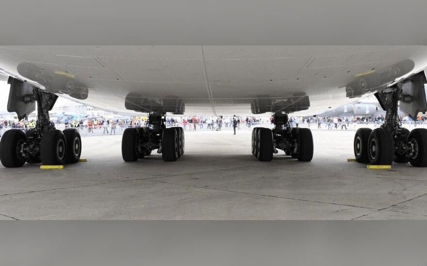 Airbus A380 экстренно сел в Баку из-за разгерметизации