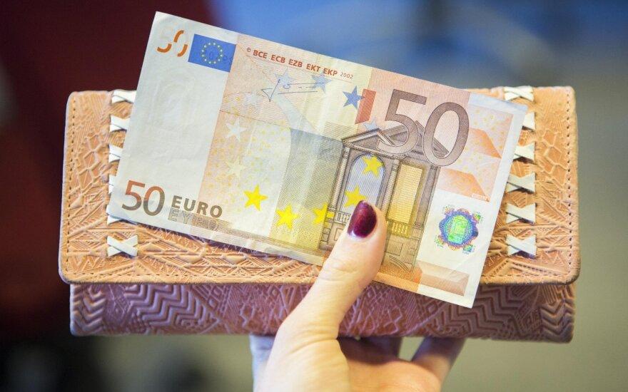 МВФ предлагает Литве приостановить повышение минимальной зарплаты