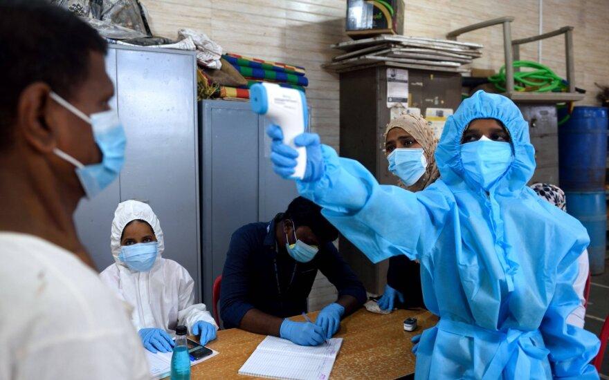 Коронавирус: миллион больных в Индии, два - в Бразилии; Британия смягчит карантин