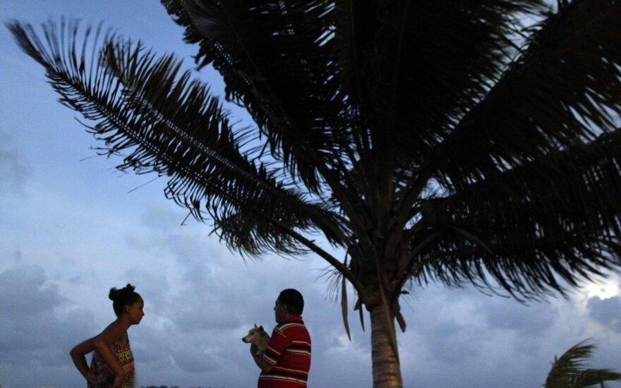 """Разрушения и эвакуация: ураган """"Ирма"""" обрушился на Карибы"""