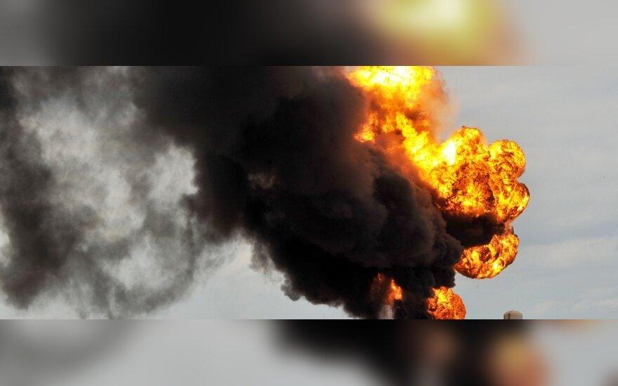 Ливия просит Италию потушить нефтехранилище