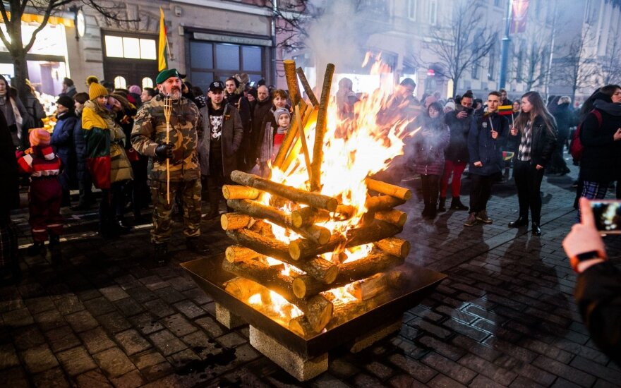 В Вильнюсе на проспекте Гедиминаса зажгли 70 костров