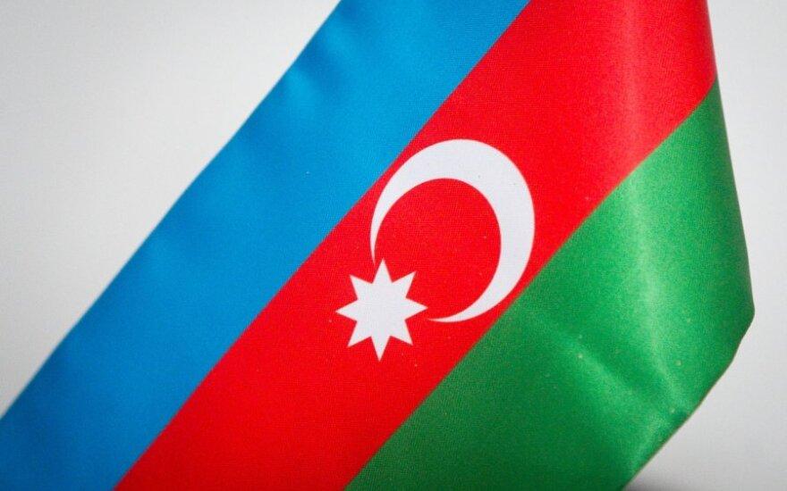 Правозащитники Юнус оставлены под арестом в Баку