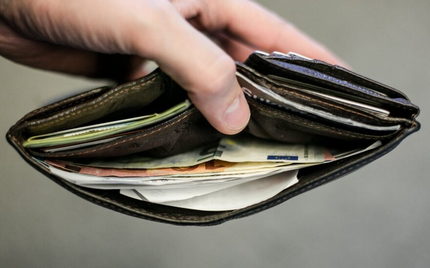 Данные статистики: один работник зарабатывает миллионы