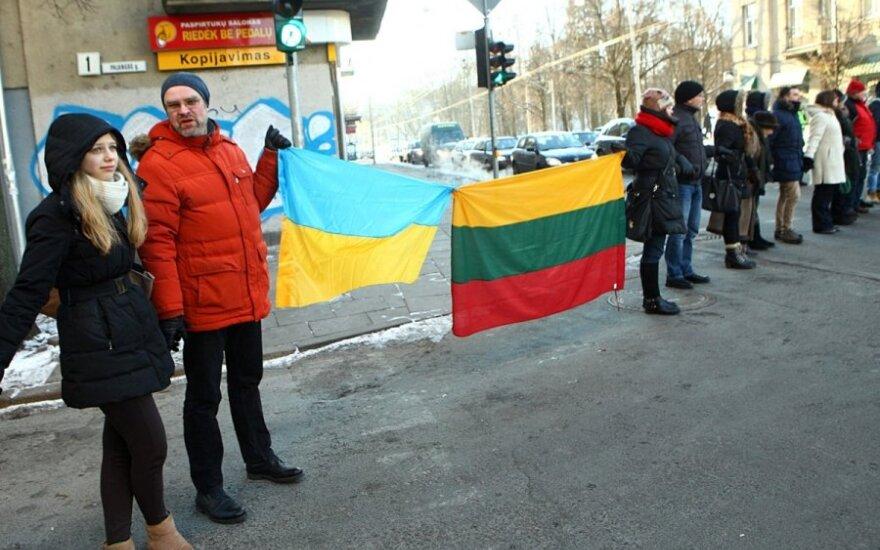 В Вильнюсе живой цепью выразили поддержку Украине