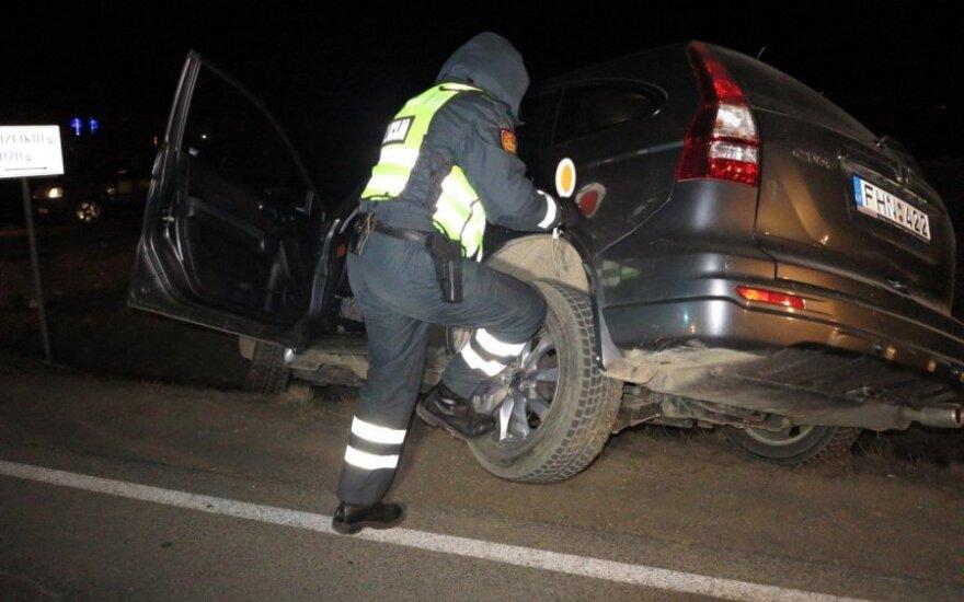 С дороги съехала пьяная водитель дорогого внедорожника