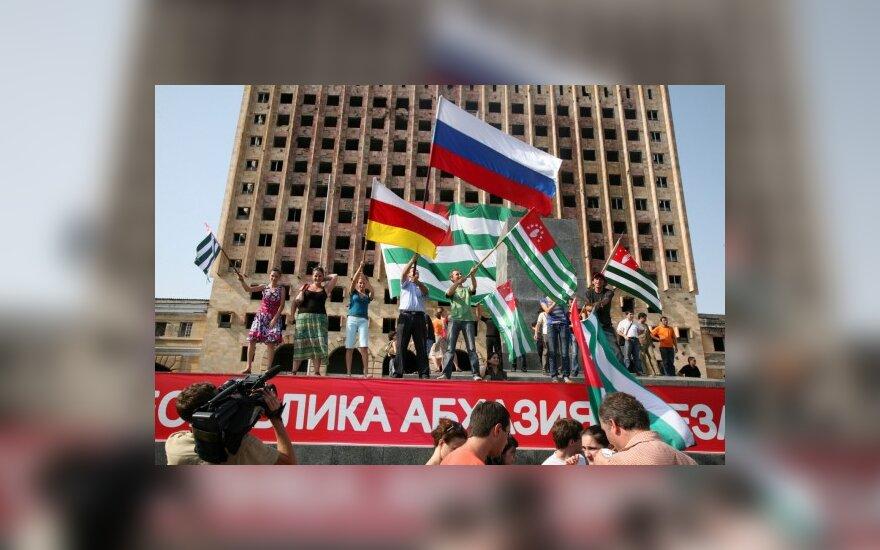 Абхазы собирают подписи против российских войск