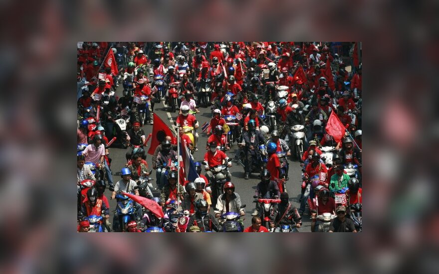 Tailando sostinėje Bankoke protestuoja buvusio premjero rėmėjai