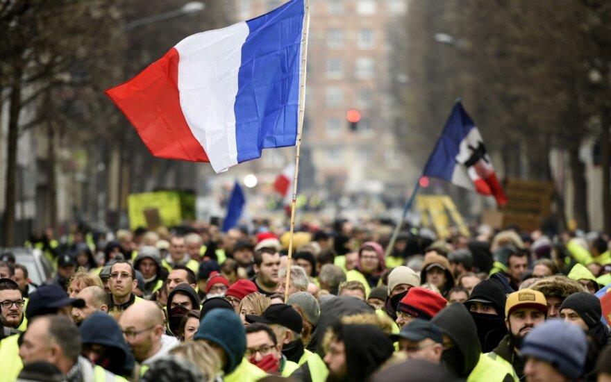 Paryžiuje policija panaudojo ašarines dujas