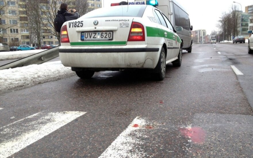 Вильнюс: Mercedes Benz сбил переходившую улицу девушку