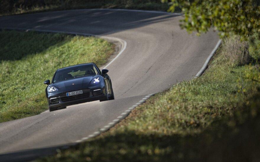 В Паланге средь бела дня угнали Porsche Panamera