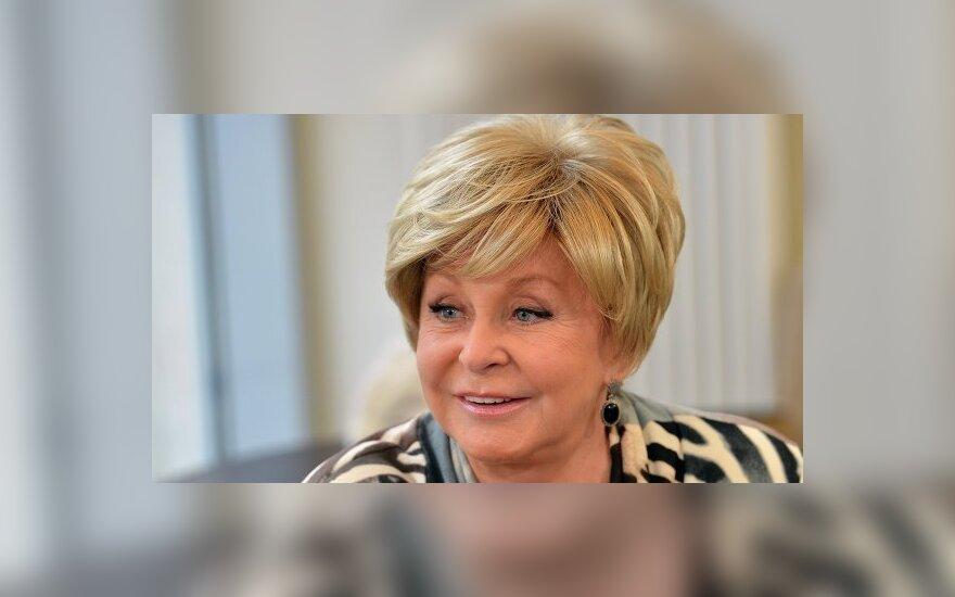 75-летняя Ангелина Вовк показала, как делает себе инъекции ботокса
