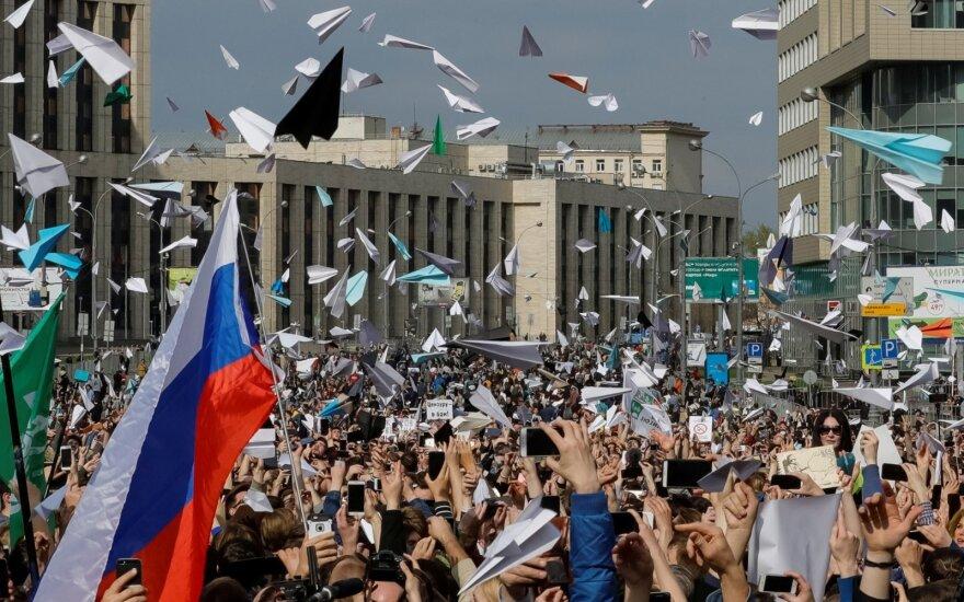 Более 40 процентов из желающих уехать из России — молодежь